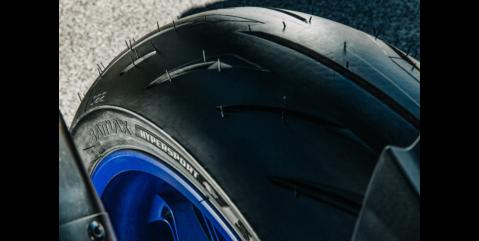 Bridgestone battlax s22 reconocida como la mejor llanta de moto para manejo sobre piso seco